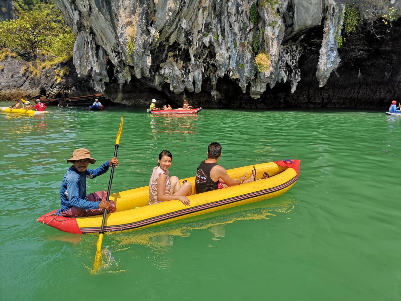 James Bond/ Bahía de Phang Nga en Barco